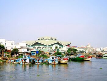 Image of the Long Xuyen Market on the Hau River in Vietnam