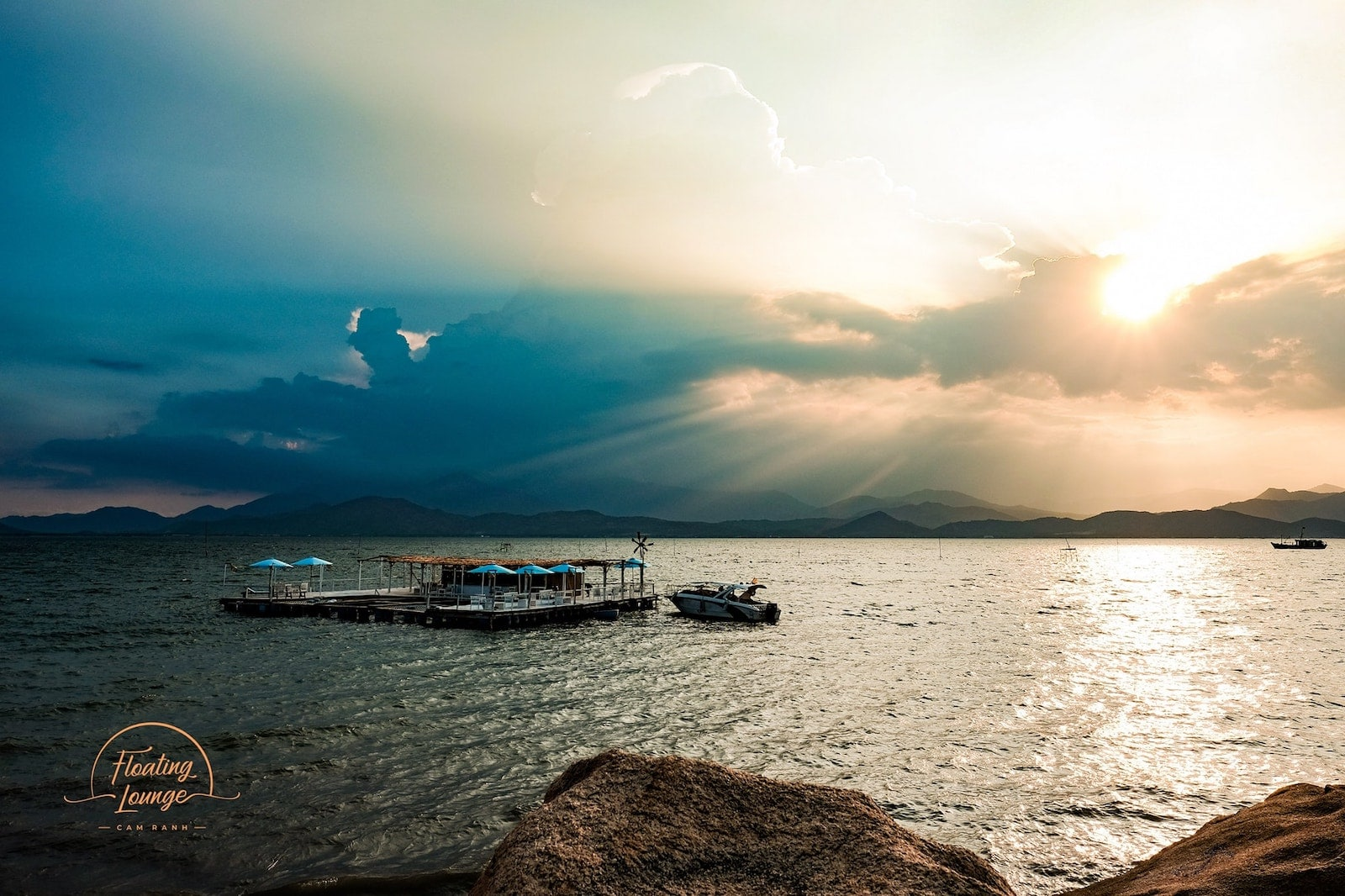 Image of the Floating Lounge Cam Ranh in Vietnam