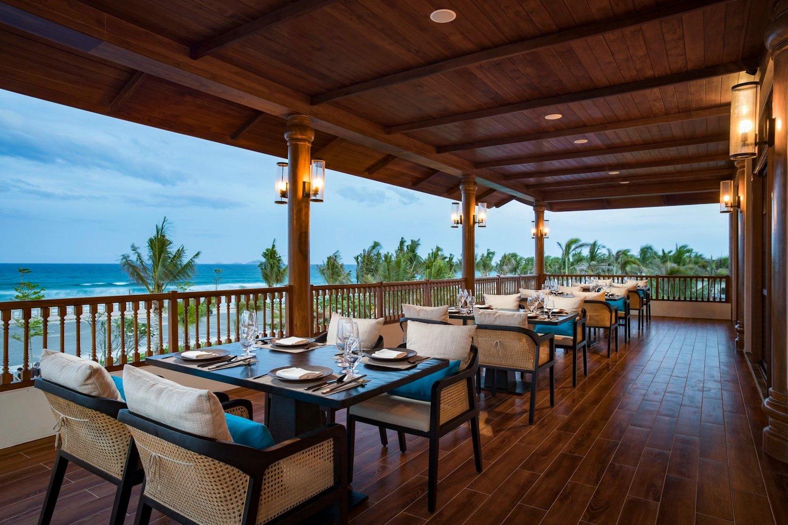 Image of the Blu Lobster Restaurant at the Raddison Blu Resort in Cam Ranh, Vietnam