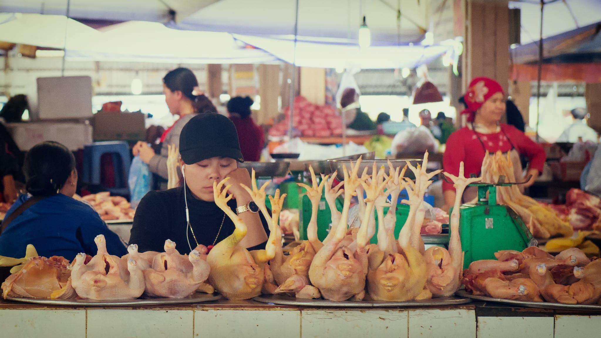 Image of a chicken vendor in Sapa, Vietnam