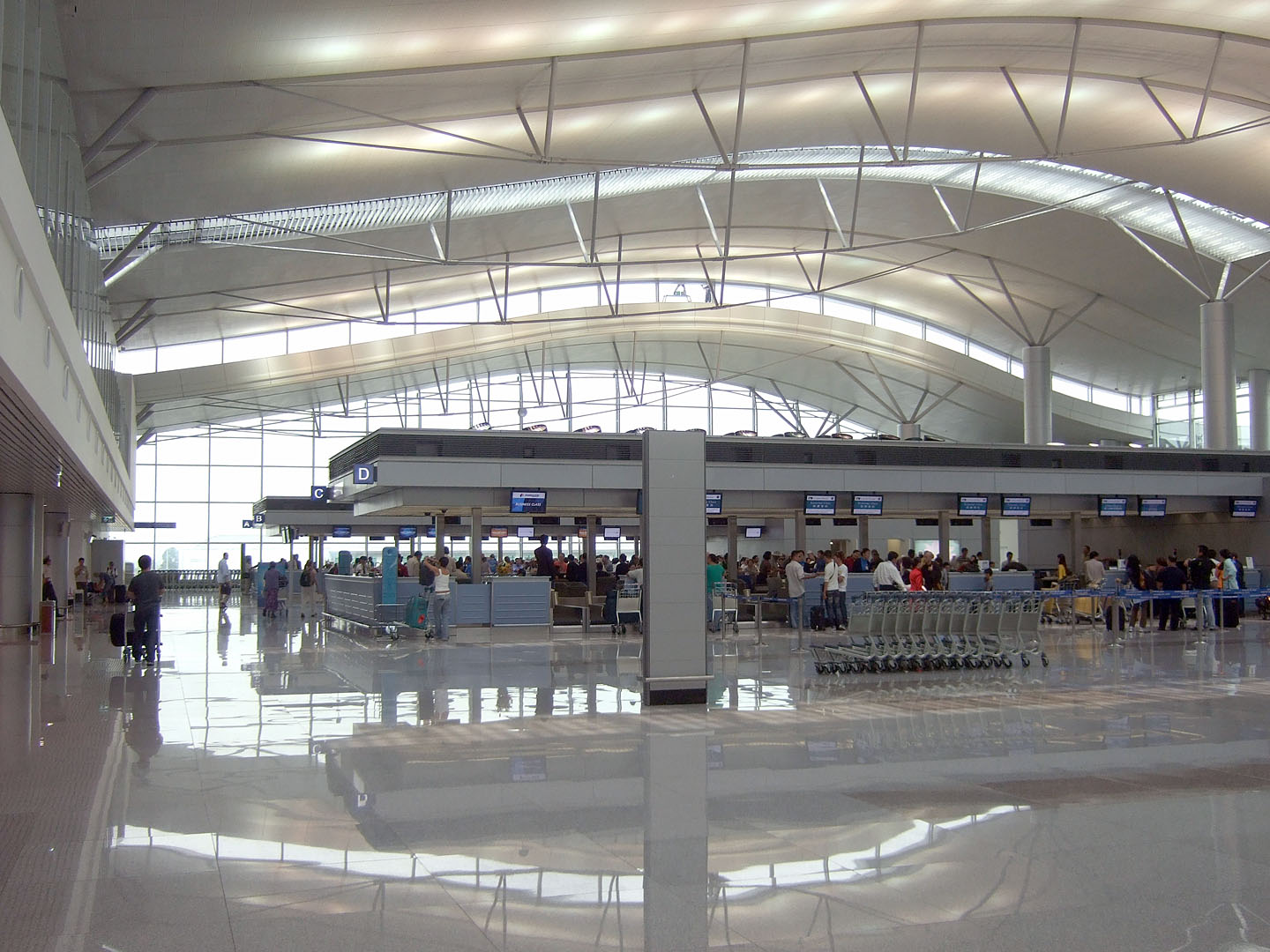 Image of the ticket counters at the Tan Son Nhat International Airport in Vietnam