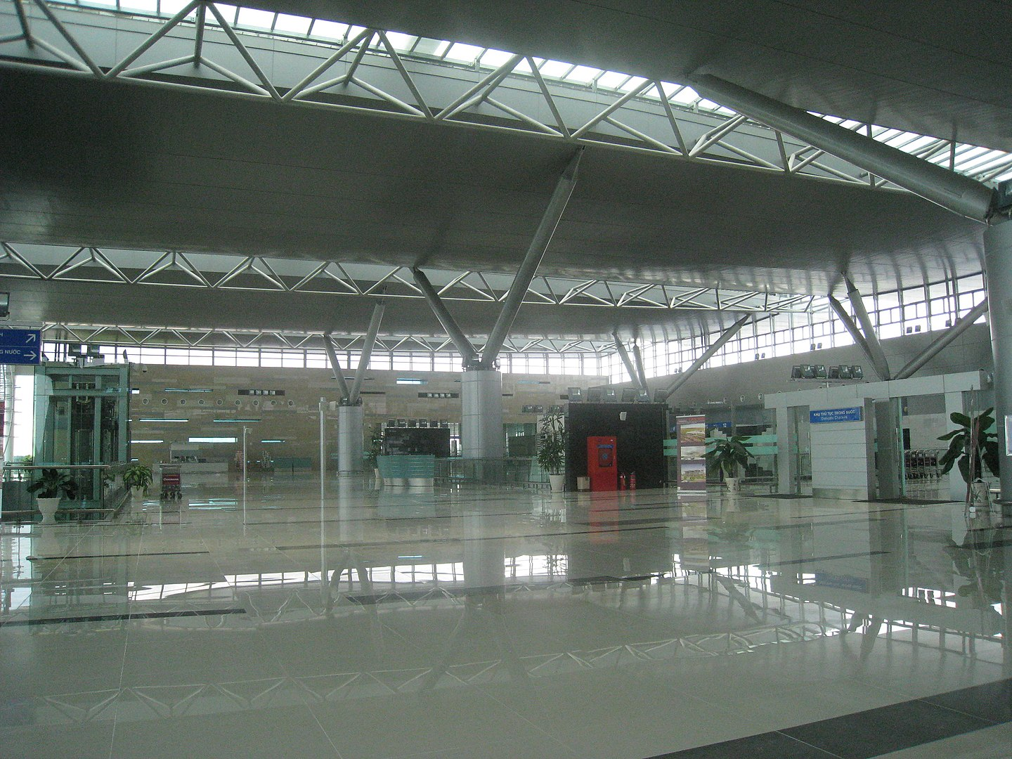 Image of an empty terminal in the Can Tho International Airport in Vietnam
