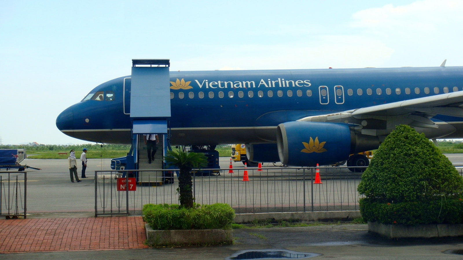 Image of a Vietnam Airlines plane at the Cat Bi International Airport in Vietnam