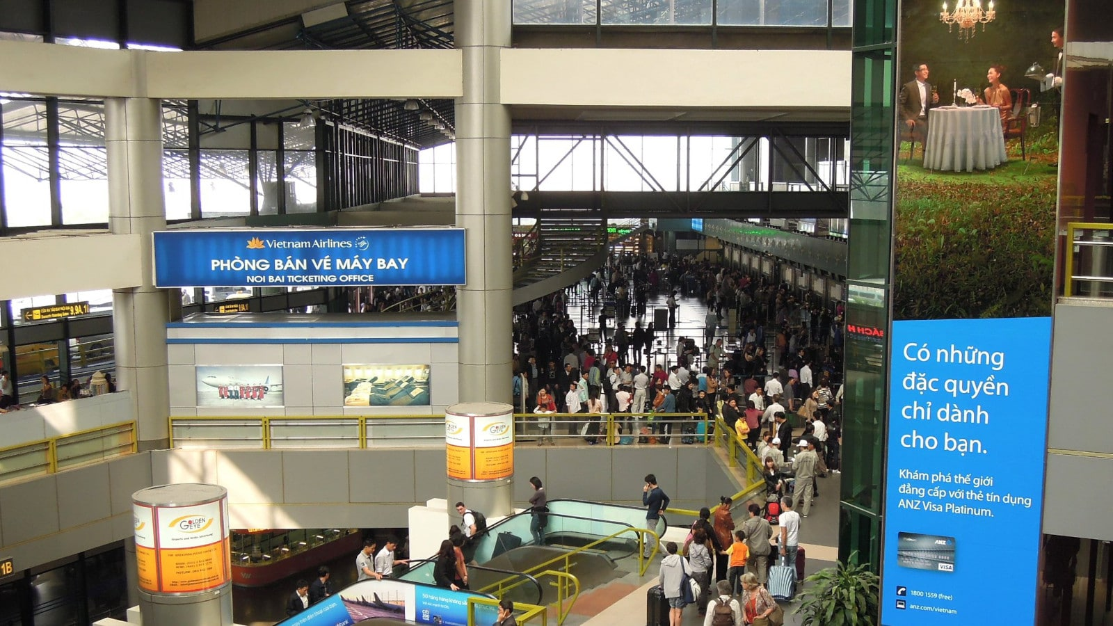 Image of the inside of the crowded Noi Bai International Airport in Vietnam