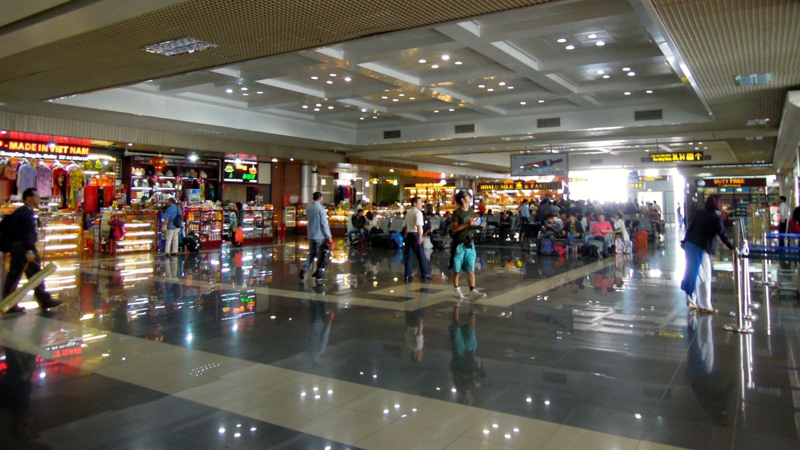 Image of the shops inside the Noi Bai International Airport in Vietnam