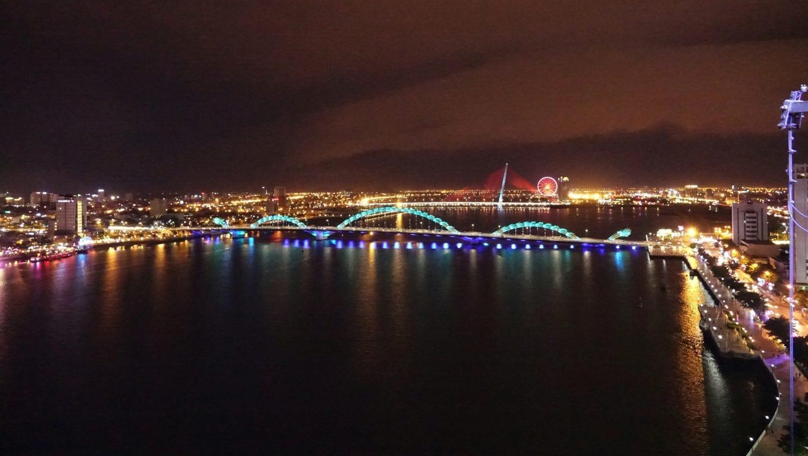 Dragon Bridge over River Hàn, Da Nang