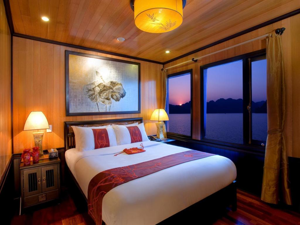 Room at Indochina Sails Cruise