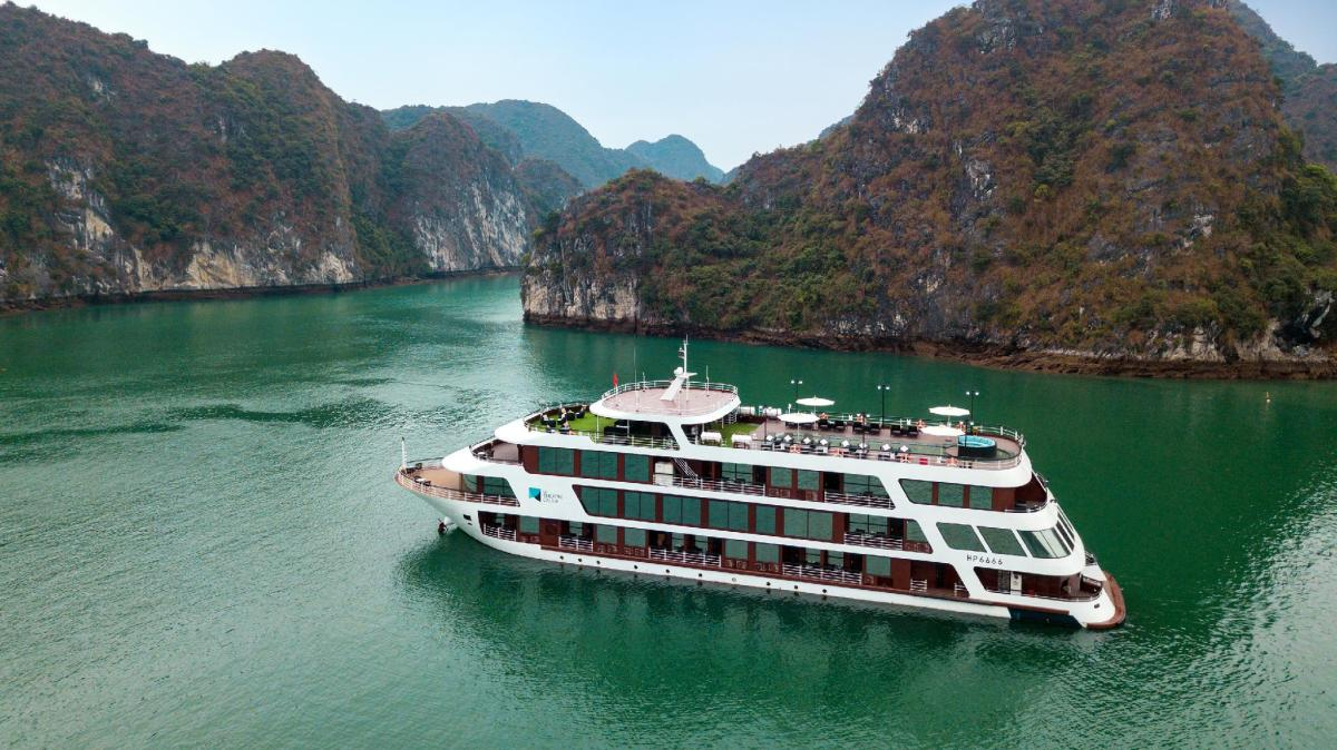 Le Theatre Cruises - Wonder on Lan Ha Bay
