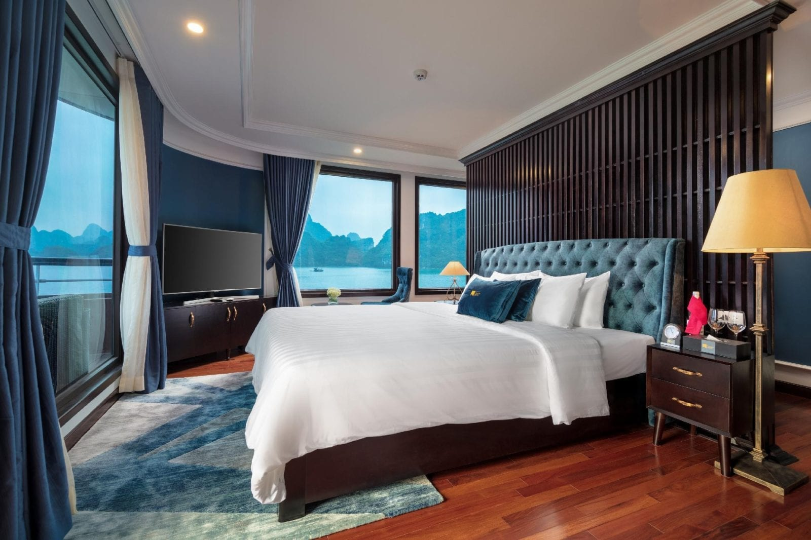 Room at Le Theatre Cruises - Wonder on Lan Ha Bay