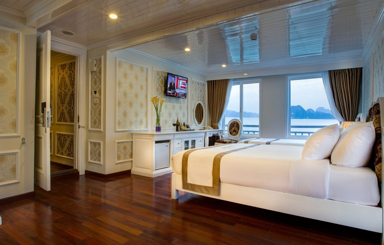 Room at Signature Royal Halong Cruise