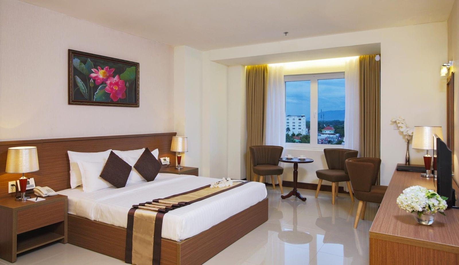 Room at Sunrise Hotel