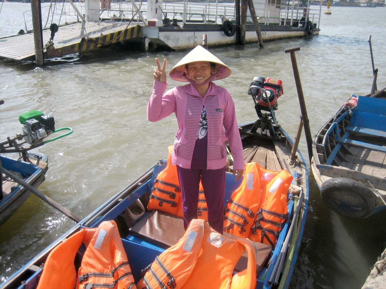 Cần Thơ floating market tour boat operator