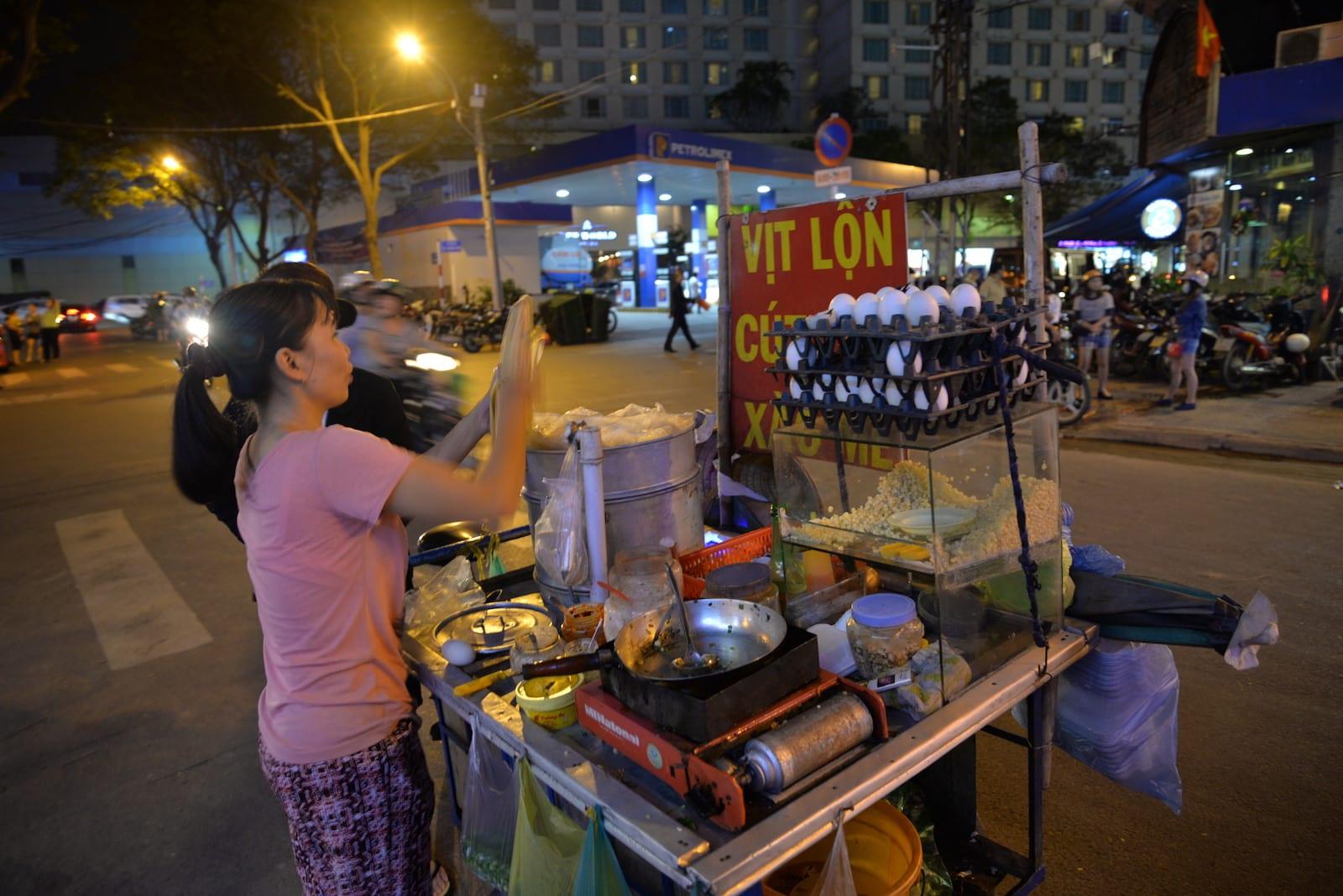 Trứng Vịt Lộn Và Bắp Bào, Ho Chi Minh