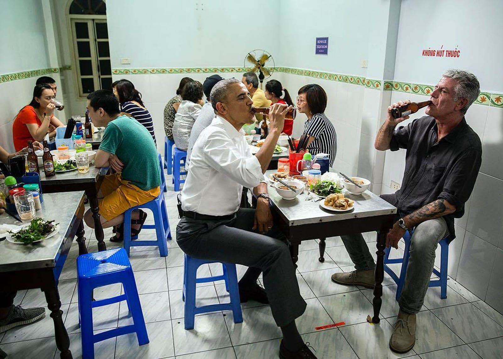 Bourdain and Obama Eat Bun Cha, Drink Cold Beer in Vietnam