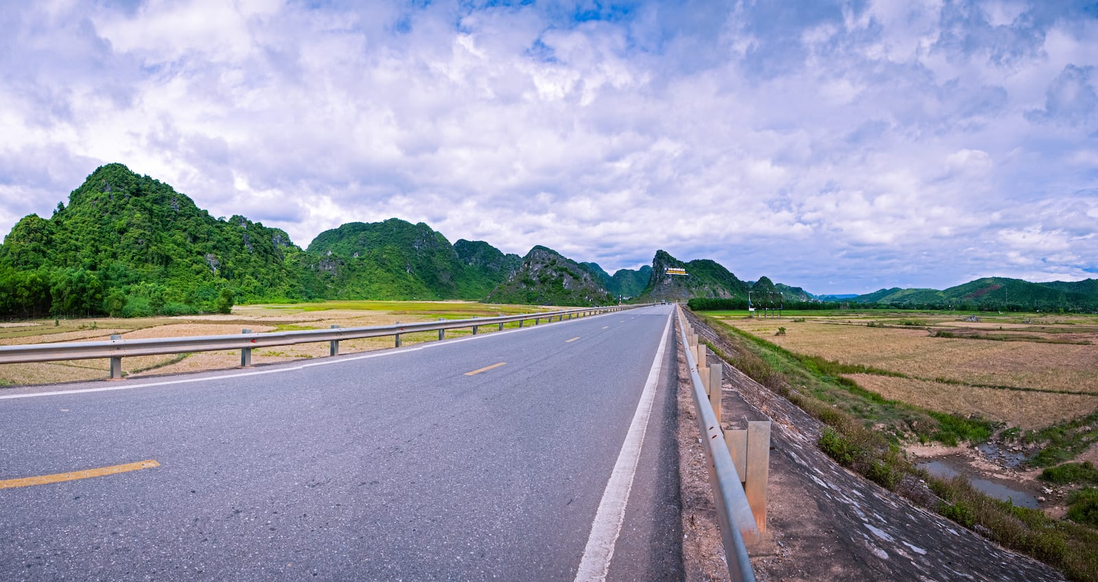 Road to Phong Nha Ke Bang National Park