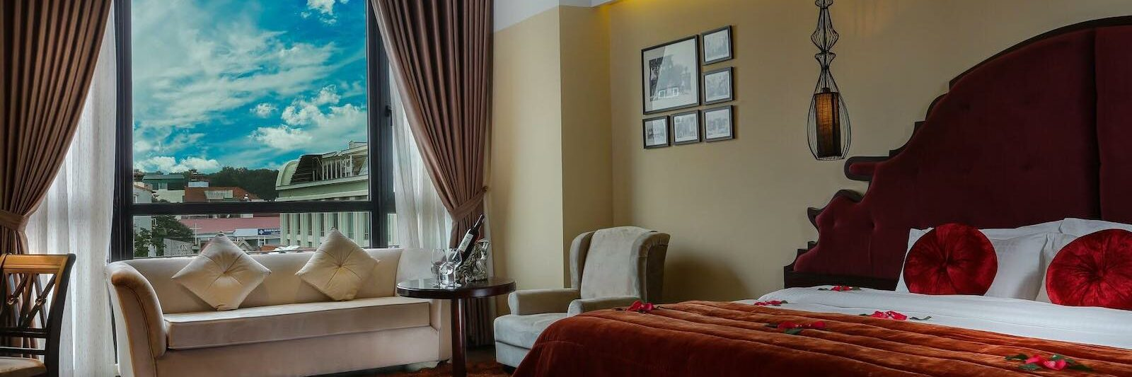 Image of a guestroom in the Hanoi Marvellous Hotel & Spa in Hanoi, Vietnam