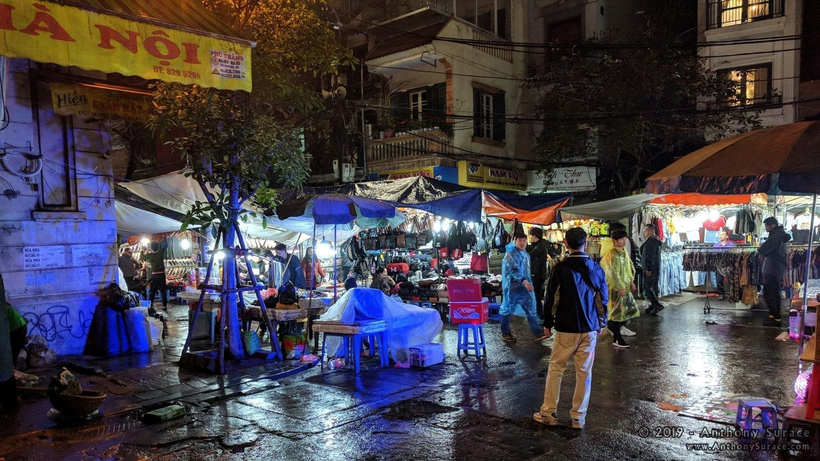 Image of night shopping in Hanoi, Vietnam