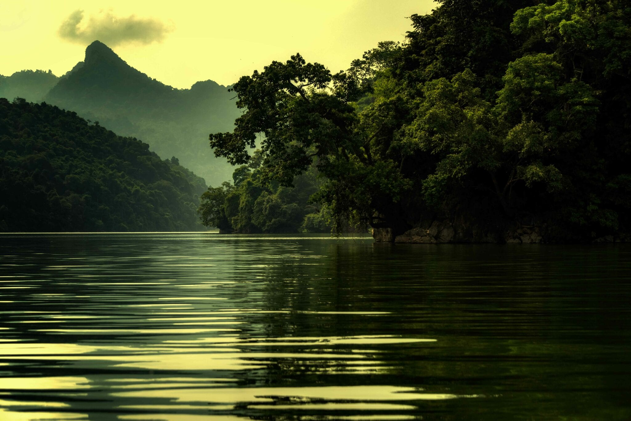 Image of the lake in Ba Bê National Park in Vietnam
