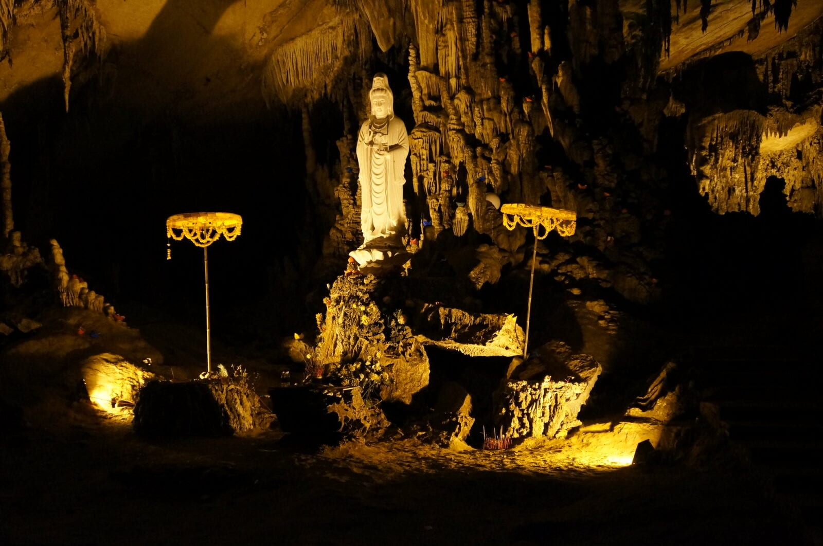 Image of a statue in Hua Ma Cave in Ba Be National Park in Vietnam