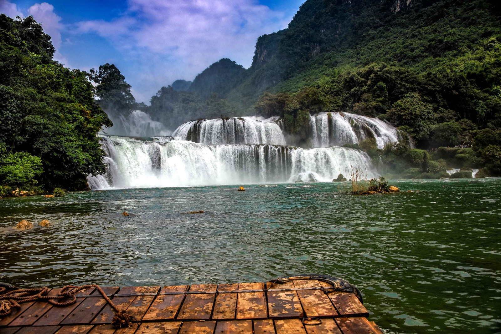 Image of the Ban Gioc Waterfall in Cao Bang Province, Vietnam