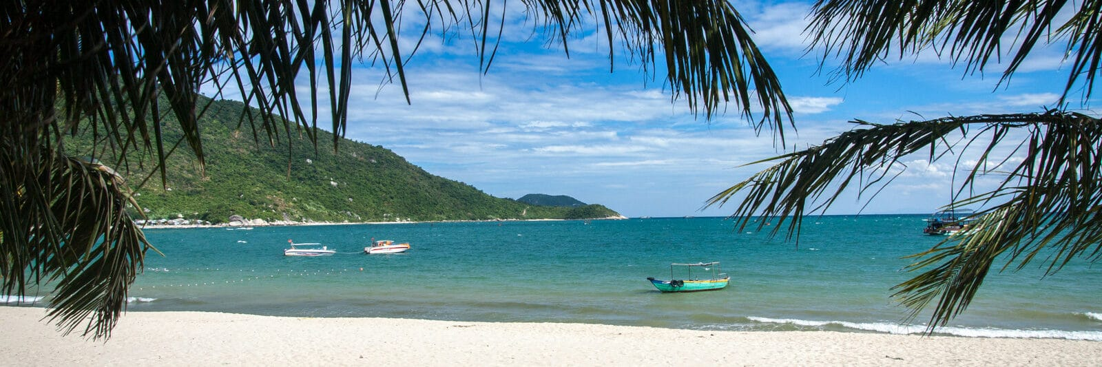 Image of a white sand beach on one of the cham islands in vietnam
