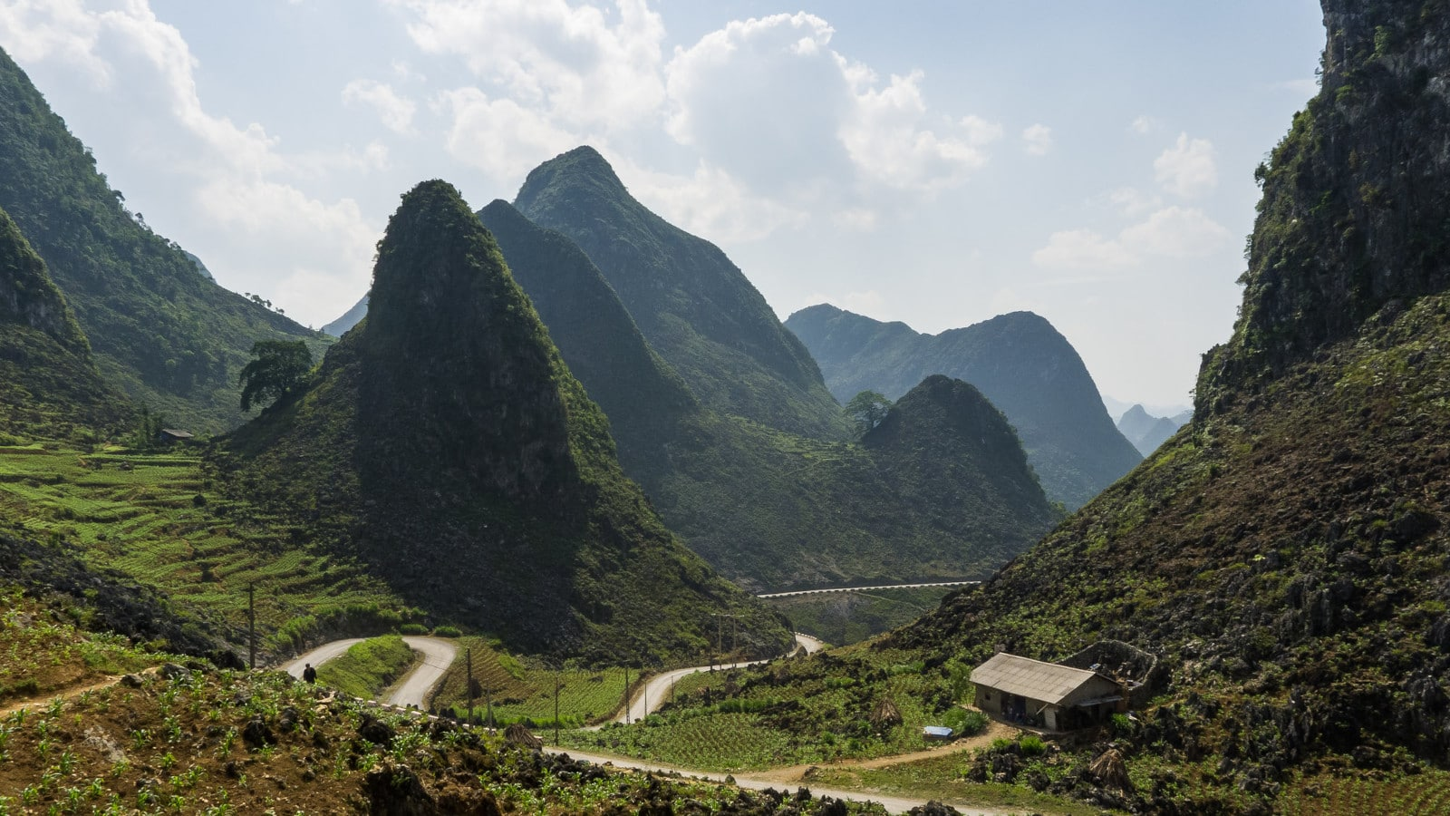 Image of the Ma Pi Leng Pass, part of the Ha Giang Loop