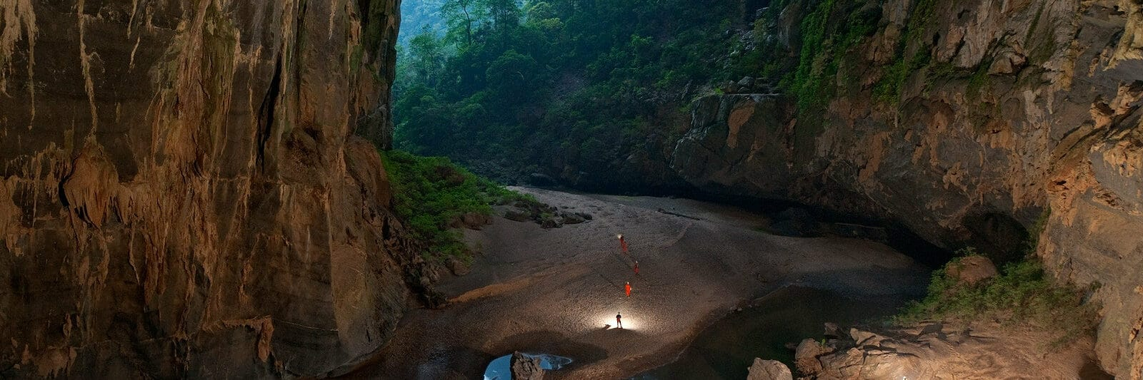 Image of the entrance of Hang Son Doong (cave) in Quang Binh, Vietnam