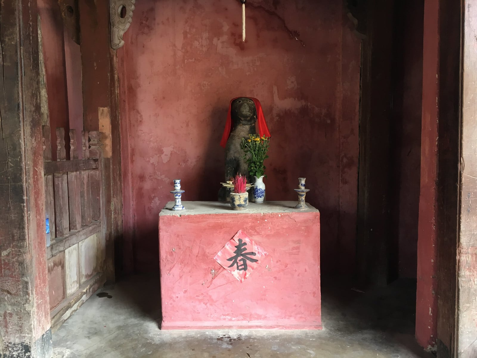 Image of the dog statue shrine at the Japanese Covered Bridge in Hoi An, Vietnam