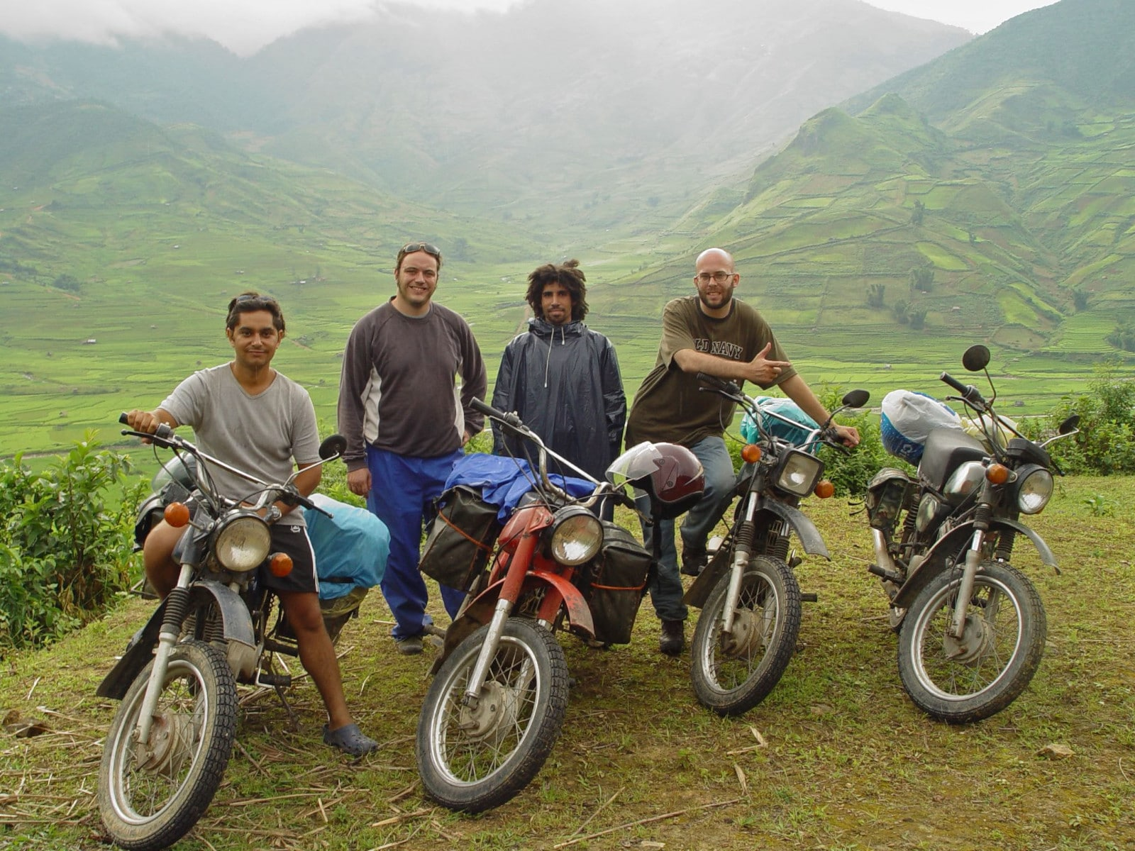 Image of a group of men Between Nghia Lo and Than Uyen in Vietnam