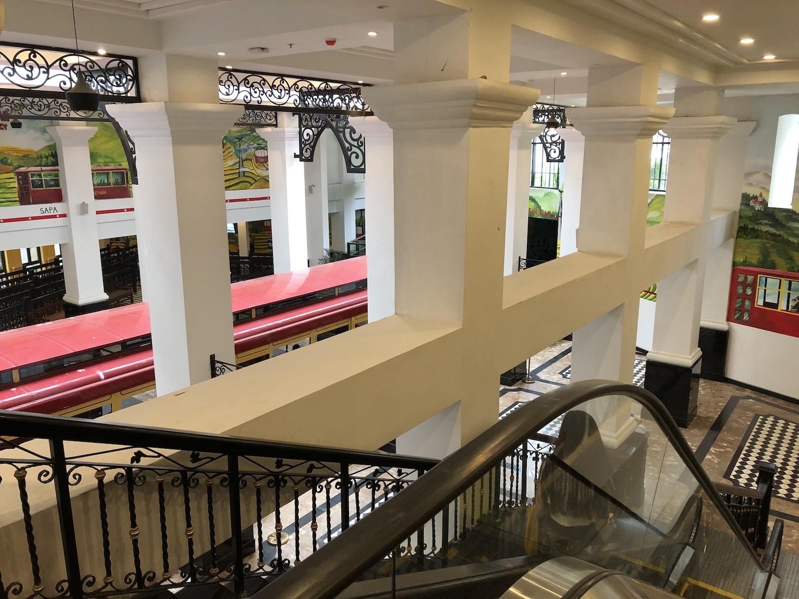 Sapa tram to Fansipan Hotel Escalator