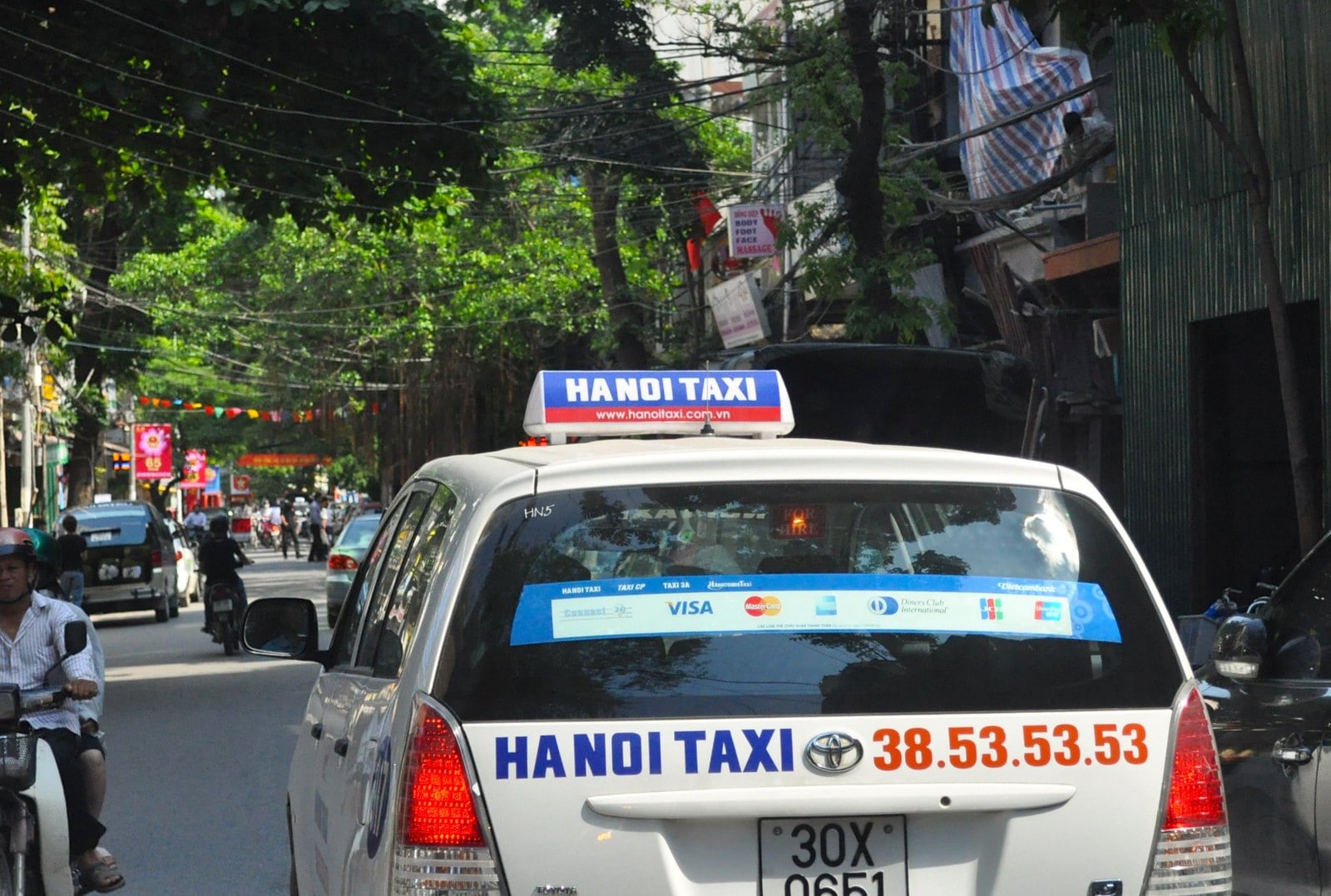 Image of a taxi in Hanoi