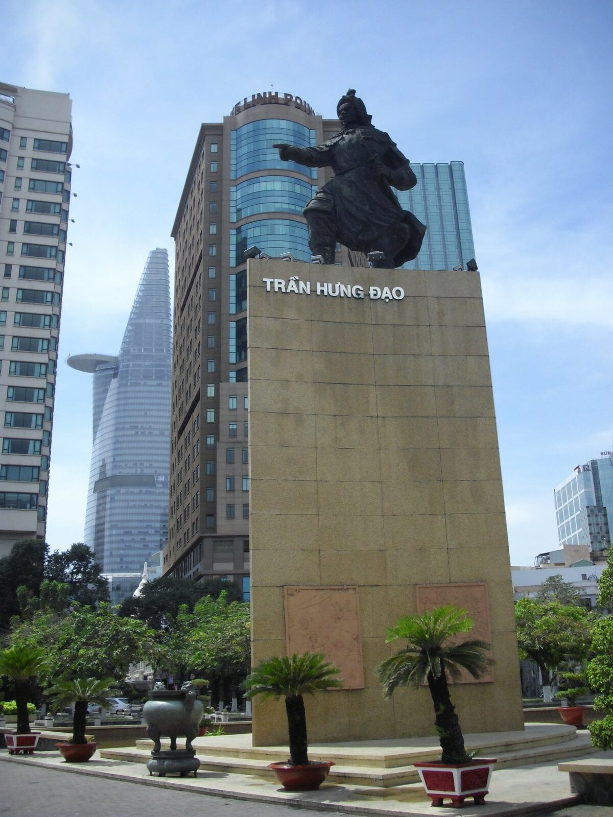 Image of the Tran Hung Dao statue at Me Linh Square in HCMC, Vietnam