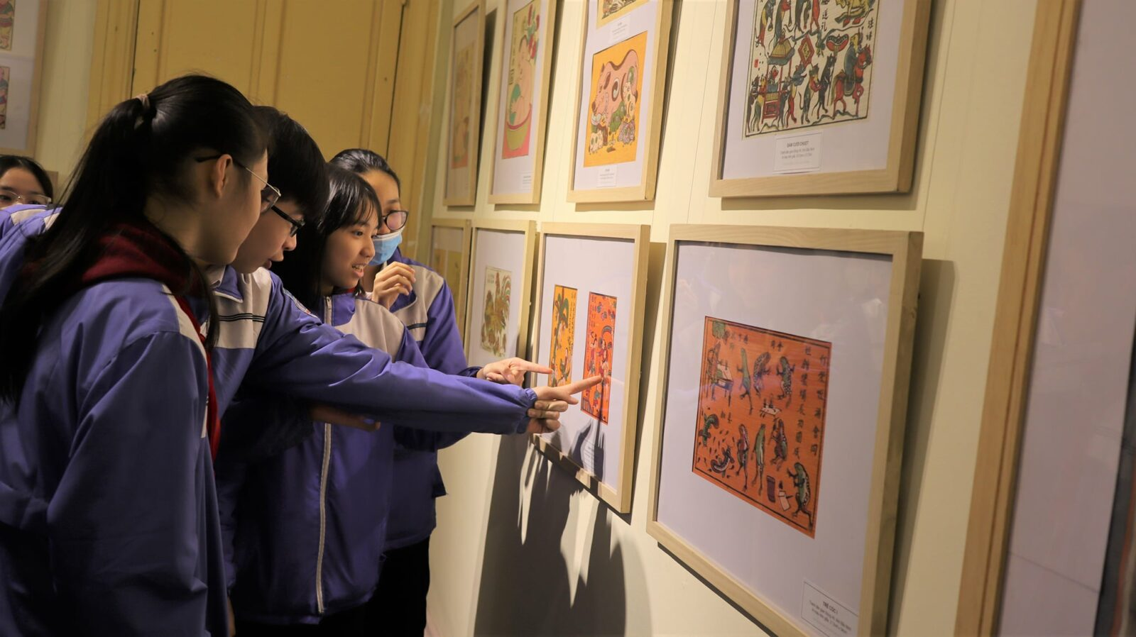 Image of students a the Vietnam National Fine Arts Museum in Hanoi
