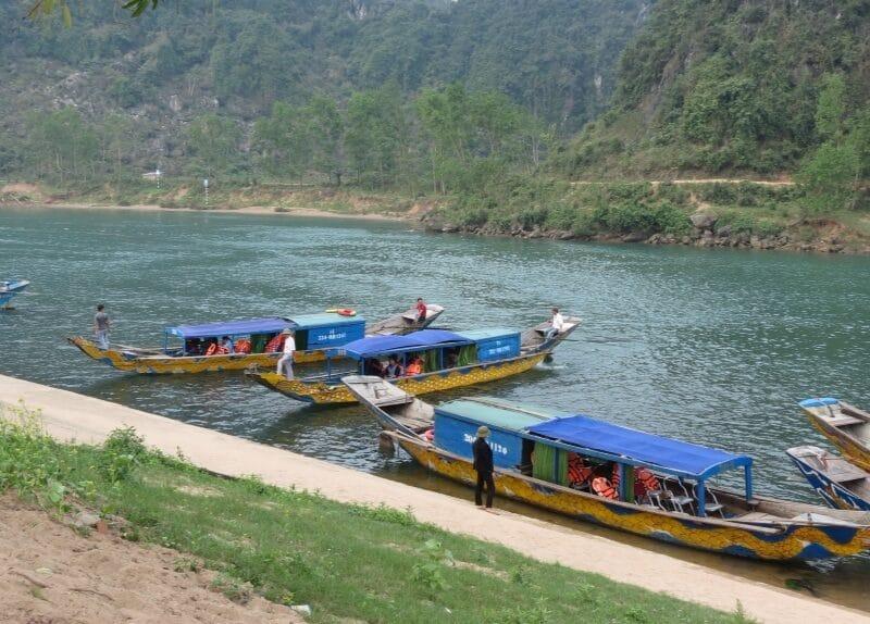 Boat in Phong Nha-Ke Bàng National Park Vietnam