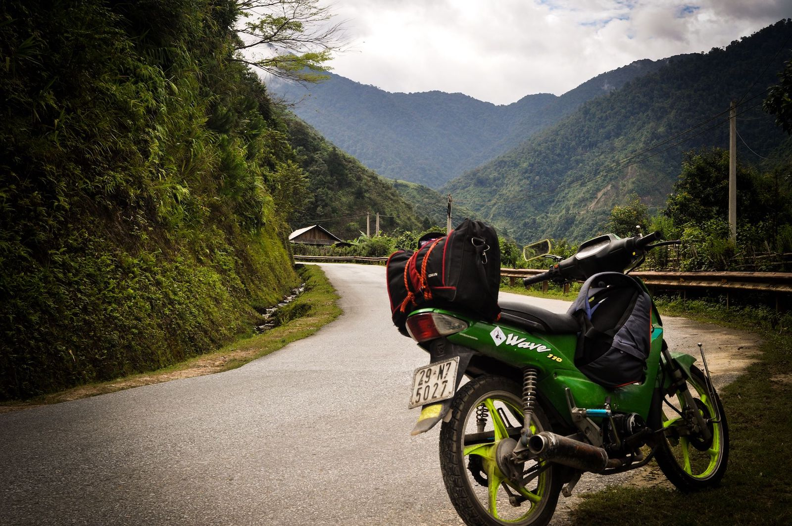 Image of a Wave motorbike in Vietnam from RentabikeVN