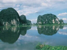 Image of islands and water in Ninh Binh Province