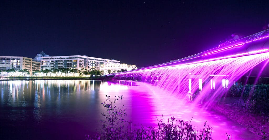 Image of the Starlight Bridge in HCMC at night
