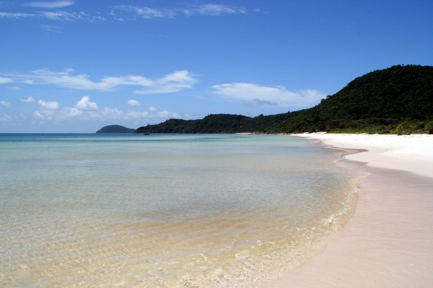 Image of a beach in Phu Quoc National Park in Vietnam