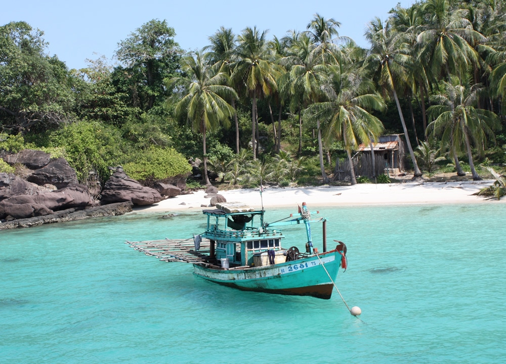 A boat where you can snorkle in Phu Quoc National Park Vietnam
