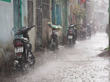 Image of motorbikes in the rain in Saigon, Vietnam