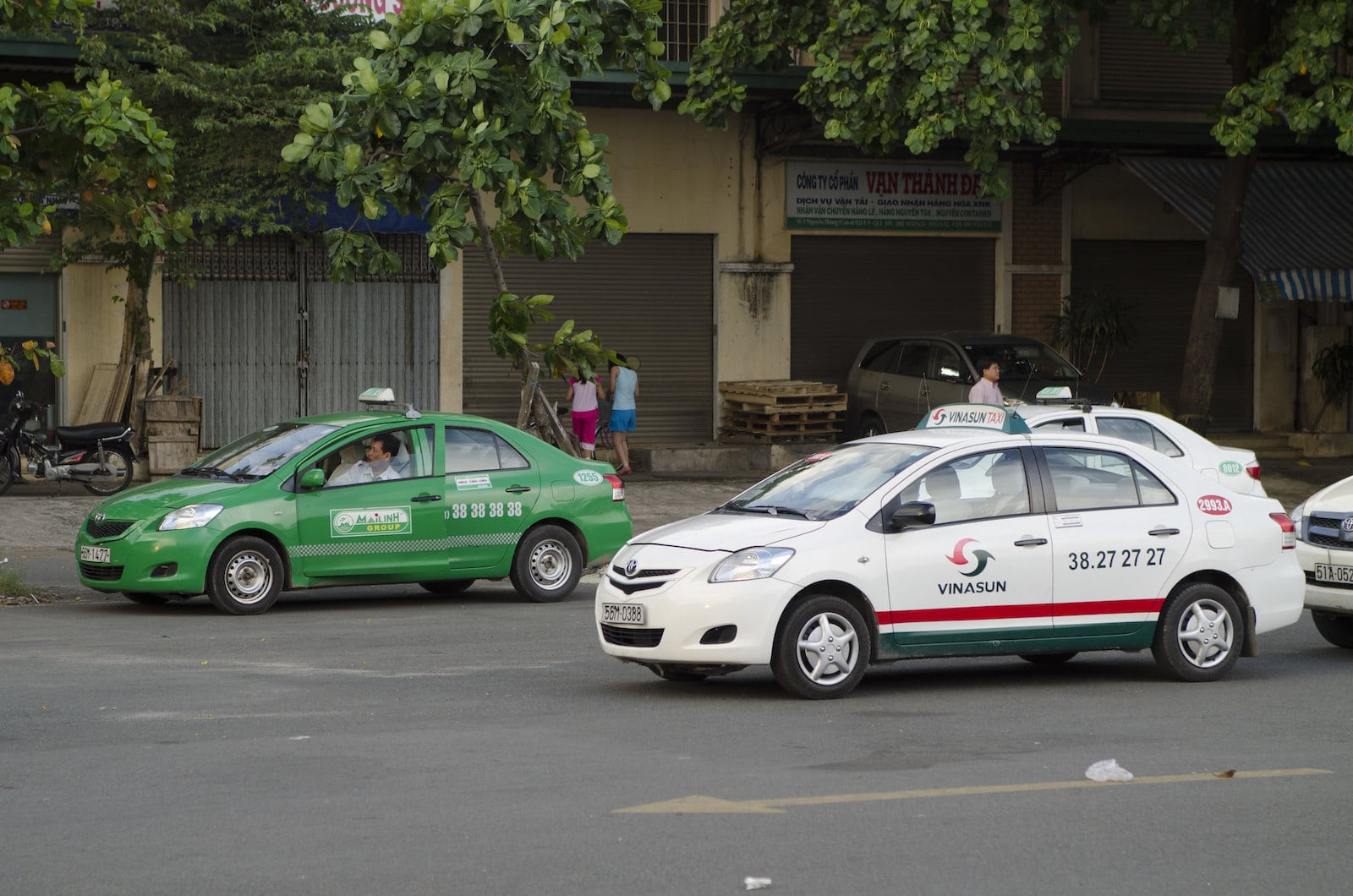 Image of a Vinasun and MiLinh Taxi in Vietnam