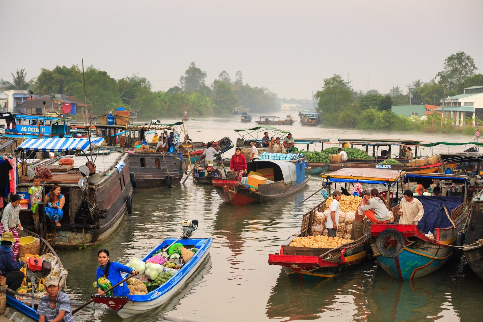 Image of a floating market in Vietnam