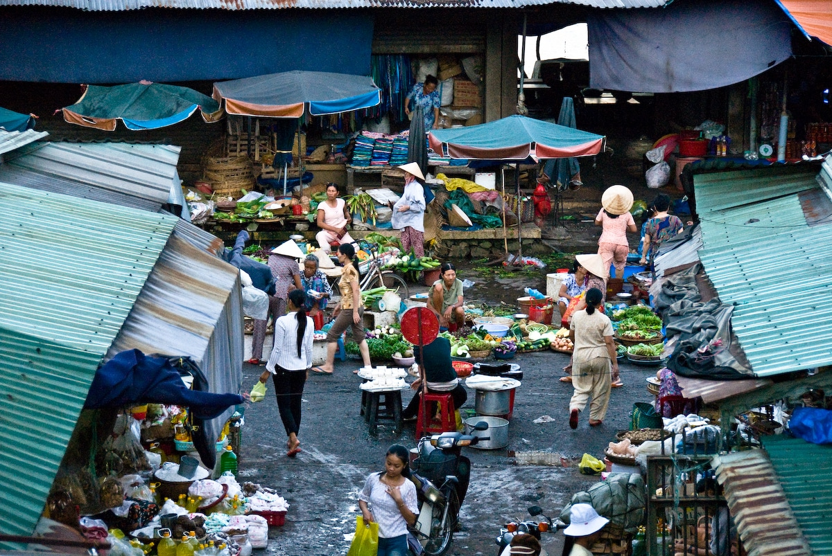 Image of a market in Hue, Vietnam