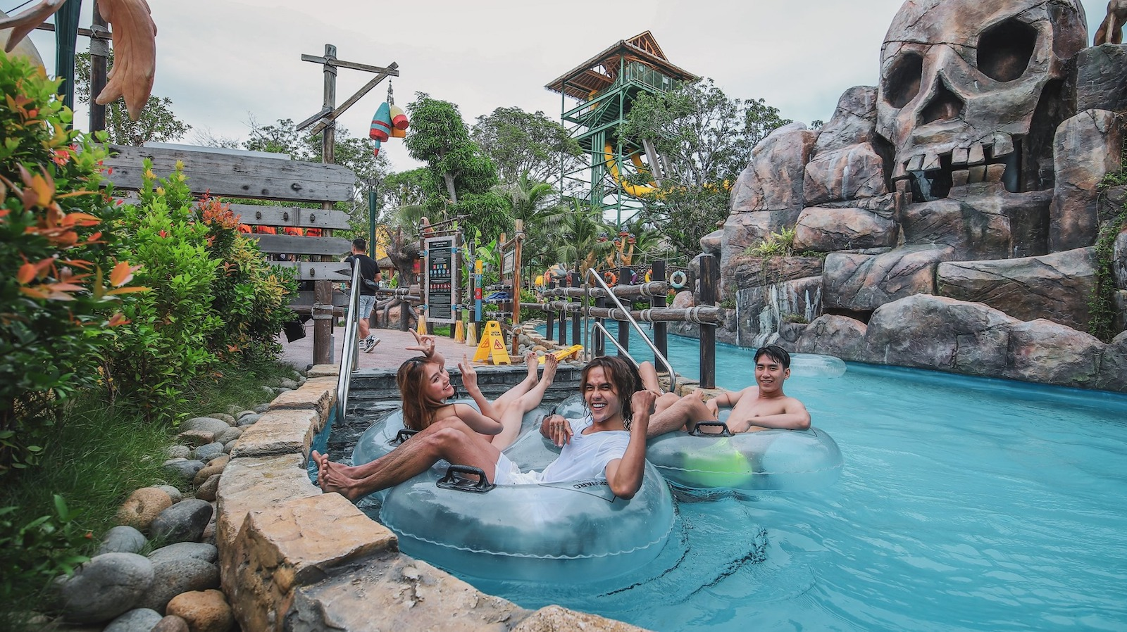 Image of the water park area at Sun World Hon Thom Nature Park in Vietnam