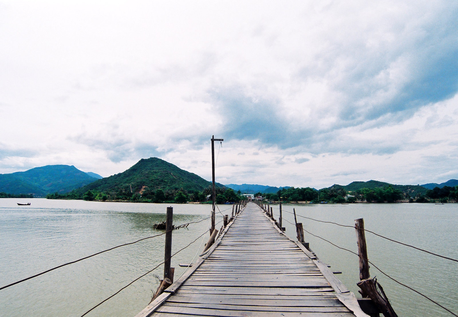 Image of a bridge in Khanh Hoa, Vietnam