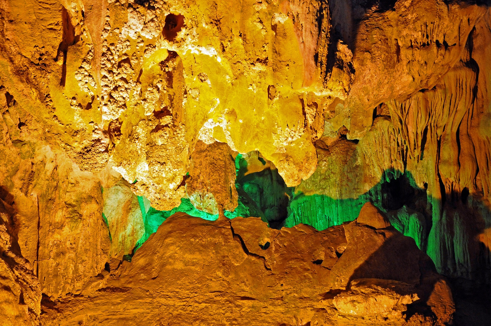 Thien Cung cave, Vn