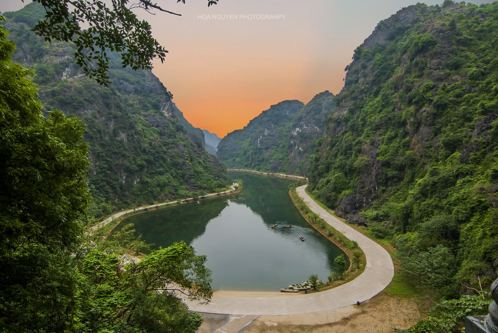 Image of Am Tien Valley in Trang An, Ninh Binh, Vietnam