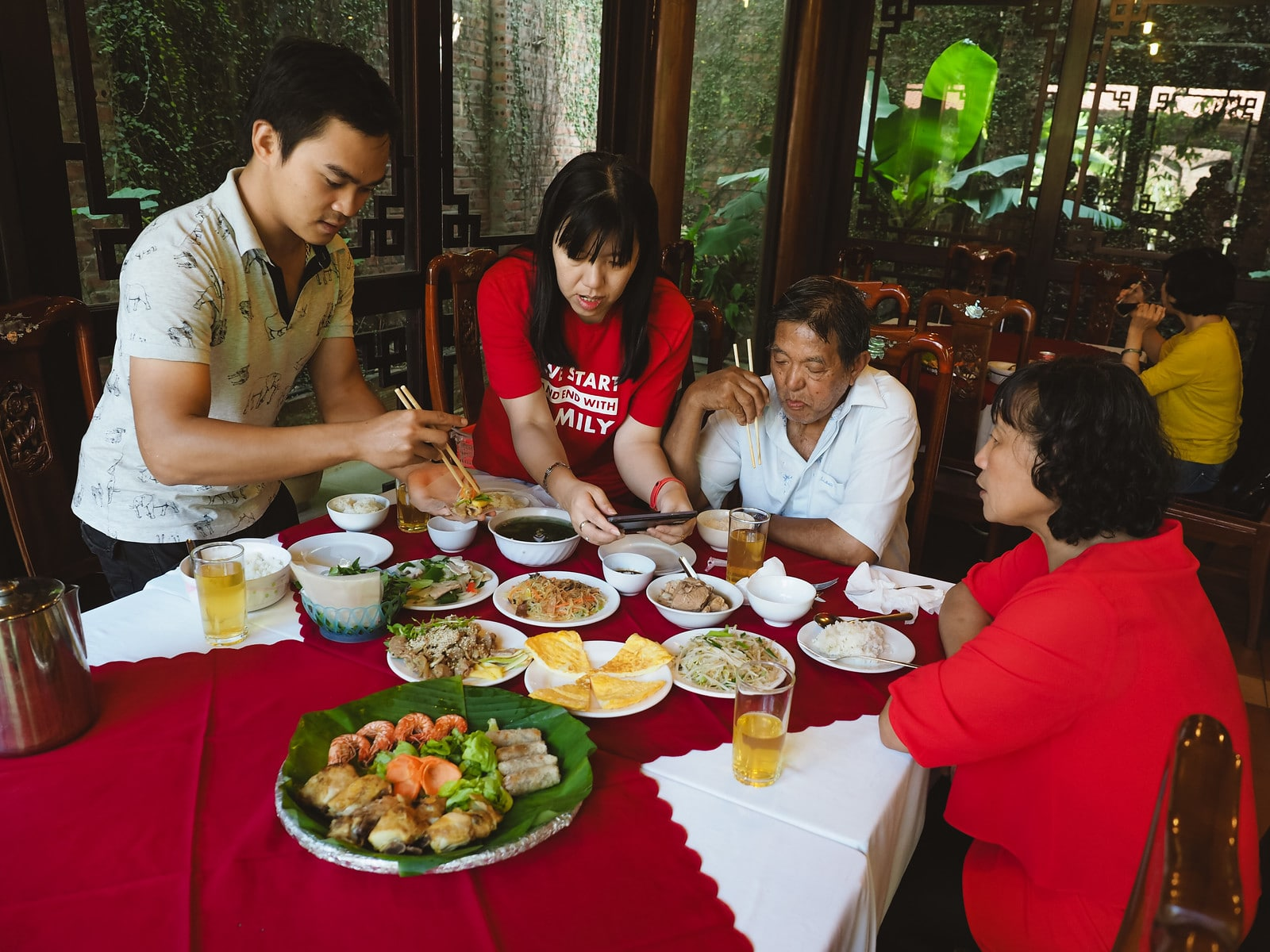 Family mealtime in Ninh Bình City, Vietnam