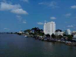 Image of the waterfront area in Bên Tre City, Vietnam