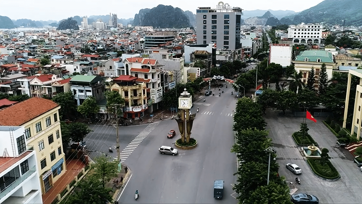 Image of the streets in Cam Pha, Vietnam